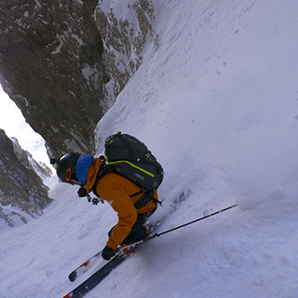 Off-piste Skiing at Holzer Couloir in the Sella Group
