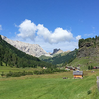 Hiking in Val Duron to Rifugio Alpe di Tires